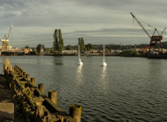 Image of the duwamish river on an overcast day